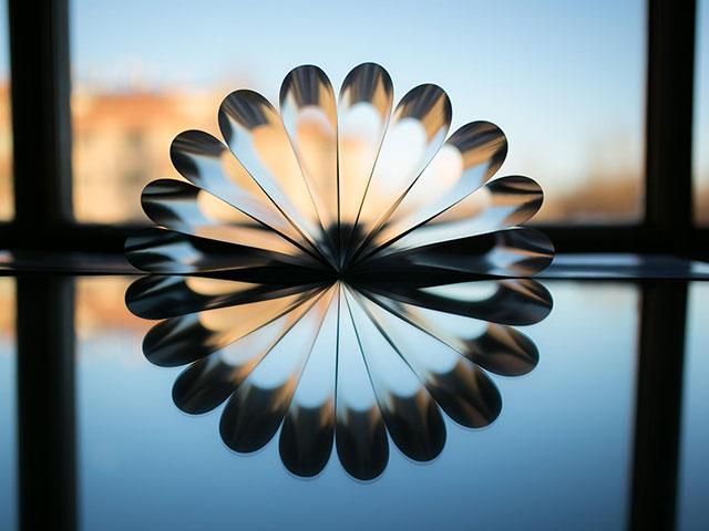 چگونه از انعکاس ایجاد شده در آب و روغن عکس بگیریم